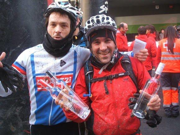Álvaro y Aitor con los premios