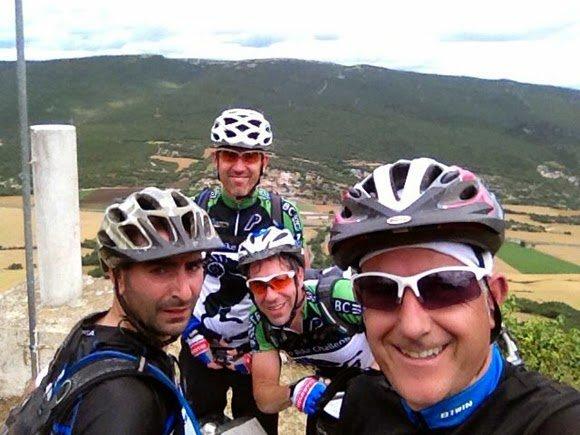 Pana, David, Jorge y el menda en San Vitores (Sierra de Tuyo)