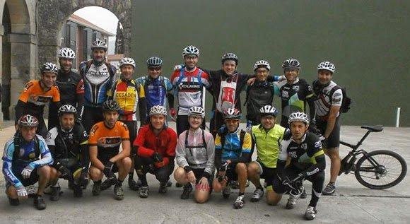 Los omnipresentes Pro Evasion Bike y Raúl Panadero antes de la salida