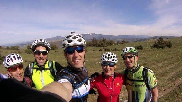 """Los Euskadi en BTT...al final voy a tener que comprarme """"un palo"""" para selfies"""