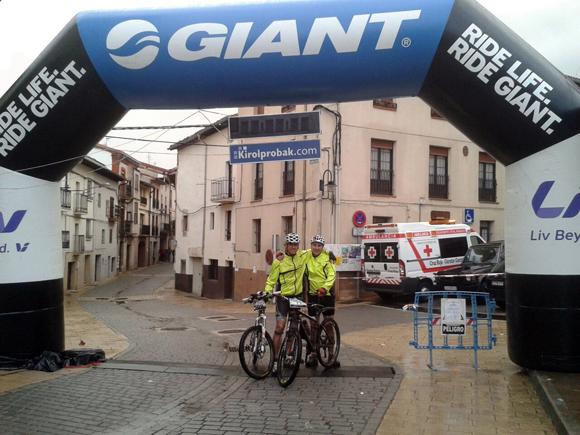 El menda junto a Raúl Esteban, gran ciclista y mejor persona