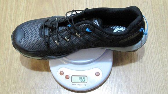 <b> 469g con calas</b>, un peso muy aceptable para una zapatilla de estas características.