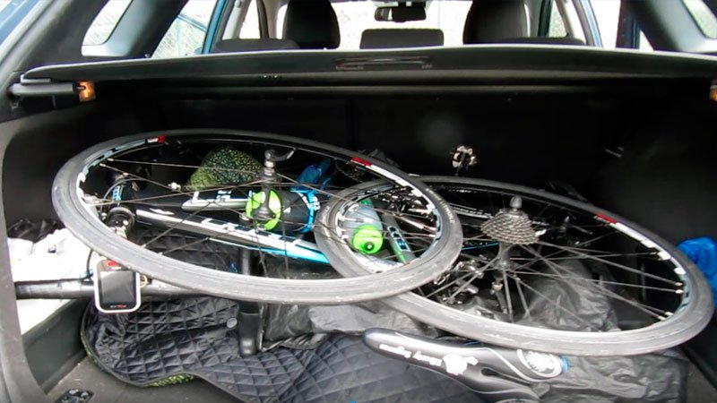 Llevar la bici en el maletero